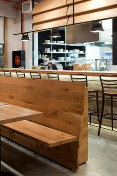 ideas for wooden booth seating restaurant design Diy Bench Seat, Corner Bench Seating, Pallet Seating, Cafe Seating, Booth Seating, Restaurant Design, Restaurant Seating, Stool Makeover, Pots