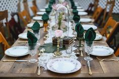 vintage plate settings with green napkins