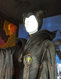 26 23039 Maleficent 26 23039 Inside The Costumes Of