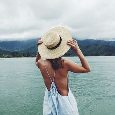 Straw hat for sunny or rainy day, doesn't matter! @lackofcoloraus @saboskirt