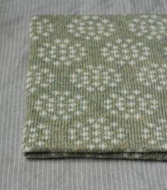 Cow Parsley Cowl in Willow/ Bleached White