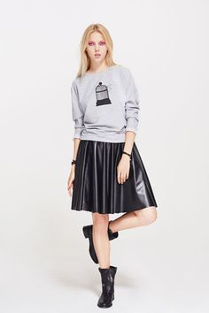 Style this sweatshirt with tailored pants, jeans or a skirt. Skater Skirt, Midi Skirt, Street Chic, Hoodies, Sweatshirts, Jeans, Womens Fashion, Skirts, T Shirt