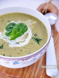Kremowa zupa szczawiowa z jajkiem, delikatna, lekko kwaskowa - bo taka powinna być szczawiowa. Ulubiona wiosenna zupa.