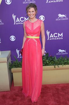 Neon pink dress with neon yellow belt. Sugarland's Jennifer Nettles (in Max Azria).