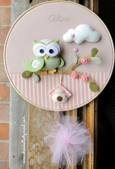 Most up-to-date Pics door ornaments baby Concepts - I'm Susan My curtain site Felt Crafts Diy, Owl Crafts, Fabric Crafts, Felt Wreath, Felt Owls, Baby Ornaments, Felt Baby, Felt Decorations, Embroidery Hoop Art