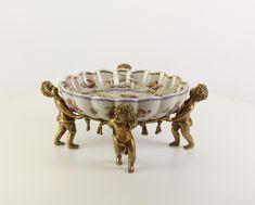 porcelán/bronz magasság 17cm szélesség 39,8cm mélység 35,3cm Több ezer termékek található a dekovilag.hu vagy decosite.com honlapon. Tel:06307560118
