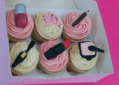 Beautician / Make Up Cupcakes Mini Cakes, Cupcake Cakes, Personalised Cupcakes, Pretty Cupcakes, Learn To Cook, Beauty Stuff, Retirement, Creative Ideas, Cake Decorating