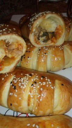 Mini Croissants Pizzastil – petit pain – Make Turkish Recipes, Indian Food Recipes, Pizza Croissant, Mini Croissants, Tunisian Food, Snap Food, Food Snapchat, Mini Burgers, Ramadan Recipes