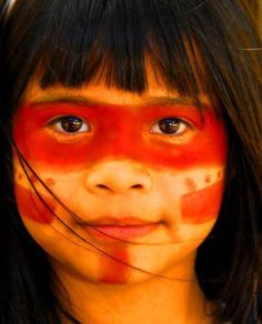 "Na cultura Guarani ""tornar-se erguido"" significa ""reger o cetro da vida, criar a… We Are The World, People Around The World, Around The Worlds, What Is Bikini, Pintura Tribal, Beautiful Children, Beautiful People, Amazon Tribe, Xingu"