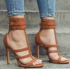 Cute brown/tan heels. Love it !
