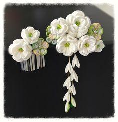 つまみ細工 華かんざし 《清楚な白花かんざし》 Flower Crafts, Diy Flowers, Fabric Flowers, Chain Headpiece, European Wedding, Kanzashi Flowers, Ribbon Art, Hair Ornaments, Hair Pins