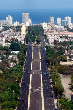 Avenida Paseo in #Havana Cuba