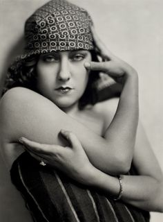Gloria Swanson photographed by Nickolas Murray ca. 1925. Murray became lovers with Frida Khalo and took many photographs of her.