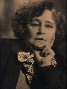 Sidonie Gabrielle Colette (Saint-Sauveur-en-Puisaye, Yonne, 28 janvier 1873 - Paris, 3 août 1954), dite Colette, est une romancière française,