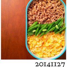 おはようございます。 今日は鶏そぼろ弁当です。 ふわふわの炒り玉子に仕上がり満足。 お昼が楽しみです。 さぁ〜‼︎頑張ろう〜っと‼︎ - 56件のもぐもぐ - ほ〜のお弁当♪ 20141127 「鳥そぼろ弁当」 by You