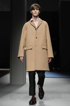 Discover NOWFASHION, the first real time fashion photography magazine to publish exclusive live fashion shows. Get to see the latest fashion runways in streaming! Live Fashion, Fashion Show, Runway Fashion, Latest Fashion, Fall Winter, Autumn, Milan, Prada, Duster Coat
