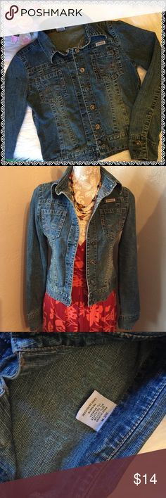 Denim Jean Jacket 💖Cute Jacket in perfect condition (re-posh, too small😔). Size M but fits more like a small. Looks adorable with a maxi dress or shirt summer dress💖 Hydraulic Jackets & Coats Jean Jackets