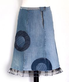Kesidov -Aureola skirt - made of upcycled jeans, with raw, unprocessed edges. Tulle at the bottom. Measuring about 62 cm. 61.00 €