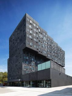 From his early residential projects to his numerous institutional projects, see Sir David Adjaye . Farmhouse Side Table, Farmhouse Kitchen Decor, Farmhouse Design, Farmhouse Style, David Adjaye, Refinish Wood Furniture, Richard Rogers, Wood Images, Bing Images