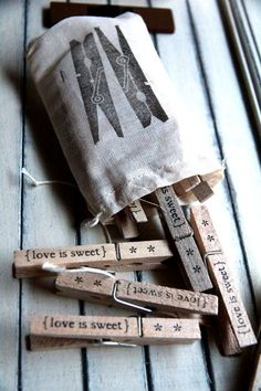 DIY stamped clothespins, Love is sweet. Diy Projects To Try, Craft Projects, Diy And Crafts, Arts And Crafts, Do It Yourself Inspiration, Diy Gifts, Handmade Gifts, Idee Diy, Love Is Sweet