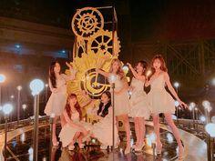Gfriend 190105 The Golden Disc Awards Kpop Girl Groups, Korean Girl Groups, Kpop Girls, Gfriend Profile, Gfriend Sowon, Cloud Dancer, Fandom, Golden Disk Awards, Entertainment