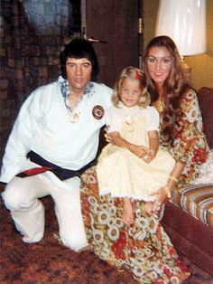 How Lisa Marie Presley Told Linda Thompson Elvis Presley Had Died Lisa Marie Presley, Priscilla Presley, Elvis Presley Family, Elvis Presley Photos, Linda Thompson, Rock And Roll, Are You Lonesome Tonight, After Life, Dreams