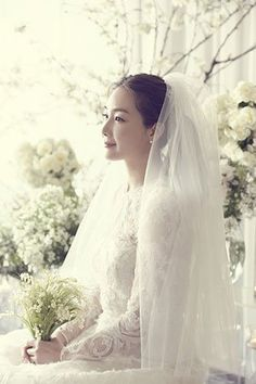 Actress Choi Ji-woo Ties Knot in Surprise Wedding