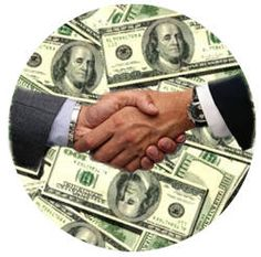 Uno de los instrumentos financieros que no podemos dejar de mencionar en este sitio de créditos es el conocido como crédito sindicado, una herramienta de financiación que busca la distribución de riesgos en operaciones de financiamiento en las que existe una comunidad de intereses entre entidades distintas que confían la gestión de un crédito concedido conjuntamente a un banco agente, el cual se encarga de las relaciones entre prestamistas y el prestatario.