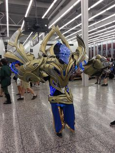Remember that Hydralisk cosplay last year? Well this year my friend cosplayed as an Archon.
