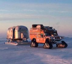 Someone looks ready for Winter Trailer Supported Adventuring! Off Road Camper, Truck Camper, Camper Van, Camping San Sebastian, Snow Vehicles, Custom Trailers, Expedition Vehicle, Vintage Travel Trailers, Winter Camping