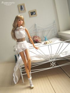 Custom metal doll bed - You rarely see double beds in 1:6 scale.