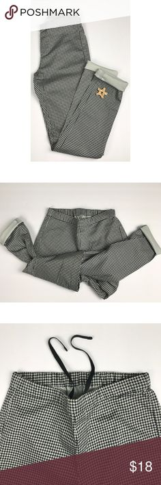 Uniqlo Drawstring Houndstooth Skinny Pants Comfortable and great quality  Excellent used condition- no stains or wear  No filter on photos  Check out my closet for bags, size 8-9 shoes and more size xs-small clothing.  Feel free to ask questions.  Open to offers. Uniqlo Pants Skinny