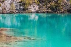 Blauer See Harz: Besonders an sonnigen Frühlingstagen wird der Blaue See im Harz seinem Namen gerecht. Dann schillert sein Wasser türkisblau.