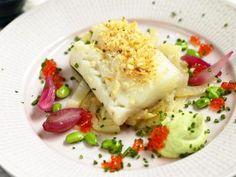 Rimmad torsk med vinbärsbräserad fänkål, sojabönskräm och forellrom Receptbild - Allt om Mat