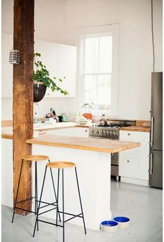 Open kitchen, My Scandinavian Home, Home of a fashion designer in a converted bar Kitchen Interior, Kitchen Decor, Bar Kitchen, Kitchen Small, Minimal Kitchen, Kitchen Wood, Kitchen White, Open Kitchen, Kitchen Ideas