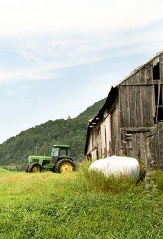 Barn & John Deere Tractor.This not a American John Deere tractor
