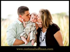 Family photo - parents kissing baby www.corinnahoffman.com
