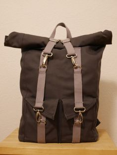 Marvelous Make a Hobo Bag Ideas. All Time Favorite Make a Hobo Bag Ideas. Hobo Bag, Backpack Bags, Clutch Purse, Bradley Mountain, Sewing Tutorials, Sewing Ideas, Hand Sewing, Backpacks, Mens Fashion