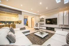 White wonderland...  (https://www.rawson.co.za/property/5-bedroom-house-for-sale-in-glenvista-ext-5-id-729429)
