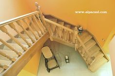 Escalera completa de madera en planta irregular.  http://www.alpacasl.com/