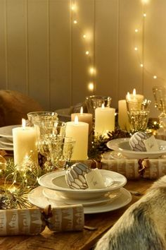 50 stunning christmas tablescapes christmas table decorations