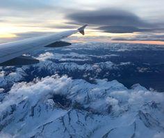 Buongiorno dal volo Lufthansa con destinazione Monaco #rainbowRTW l'alba sulle Alpi è meravigliosa  Destinazione finale a Helsinki con #leviedelnord Info www.leviedelnord.com