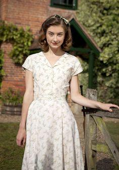 "Lucy (Antonia Clarke) from ""Lightfields"" 1940s Fashion, Vintage Fashion, Womens Institute, Land Girls, Country Fashion, Daytime Dresses, Feminine Dress, Looks Vintage, Mode Inspiration"