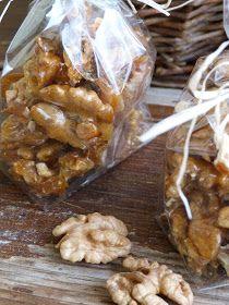 Kouzlo mého domova: Vlašské ořechy ve slaném karamelu Christmas Cookies, Tiramisu, Cereal, Almond, Food And Drink, Sweets, Candy, Homemade, Cooking