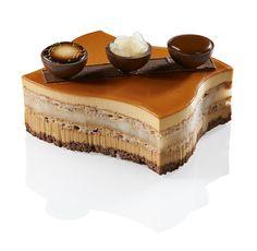Carapira - Mousse caramel, biscuit dacquois aux amandes, compotée de poires à la vanille Bourbon de Madagascar, crémeux caramel à la fleur de sel de Guérande, biscuit chocolat