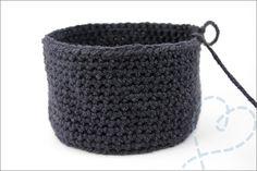 Gratis patroon) – Nobody ELSe Crochet Fish, Crochet Yarn, Free Crochet, Flamingo Pattern, Arm Knitting, Knitting Stitches, Crochet Blocks, Crochet Patterns, Crochet Ideas