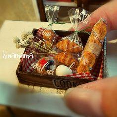 木箱にパンなどを詰め込んでみました🐰 メルカリに出品してみました⭐ * * #ミニチュア#ミニチュアフード#ミニチュアスイーツ#ドールハウス#miniature#miniaturehood#dollhouse#パン#bread#詰め合わせ
