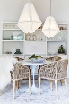 Bonnie from Three Birds Renovations fully restyled the Pearl Beach House using only products from Zanui! In this picture, the dining room. Br House, Three Birds Renovations, Dining Chairs, Dining Table, Dining Nook, Living Comedor, Coastal Living Rooms, Piece A Vivre, Beach House Decor