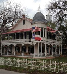 Gruene Mansion Inn, Gruene, TX.....don't ya know Joel's talkin all tx tonight. I did always like gruene