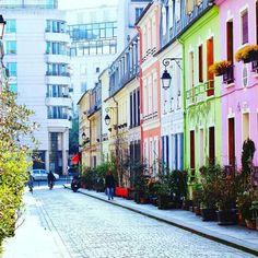 """68 mentions J'aime, 1 commentaires - Rúben Neto (@rubenfmartins) sur Instagram: """"Rue crémieux   #paris #ruecremieux #colorful"""""""